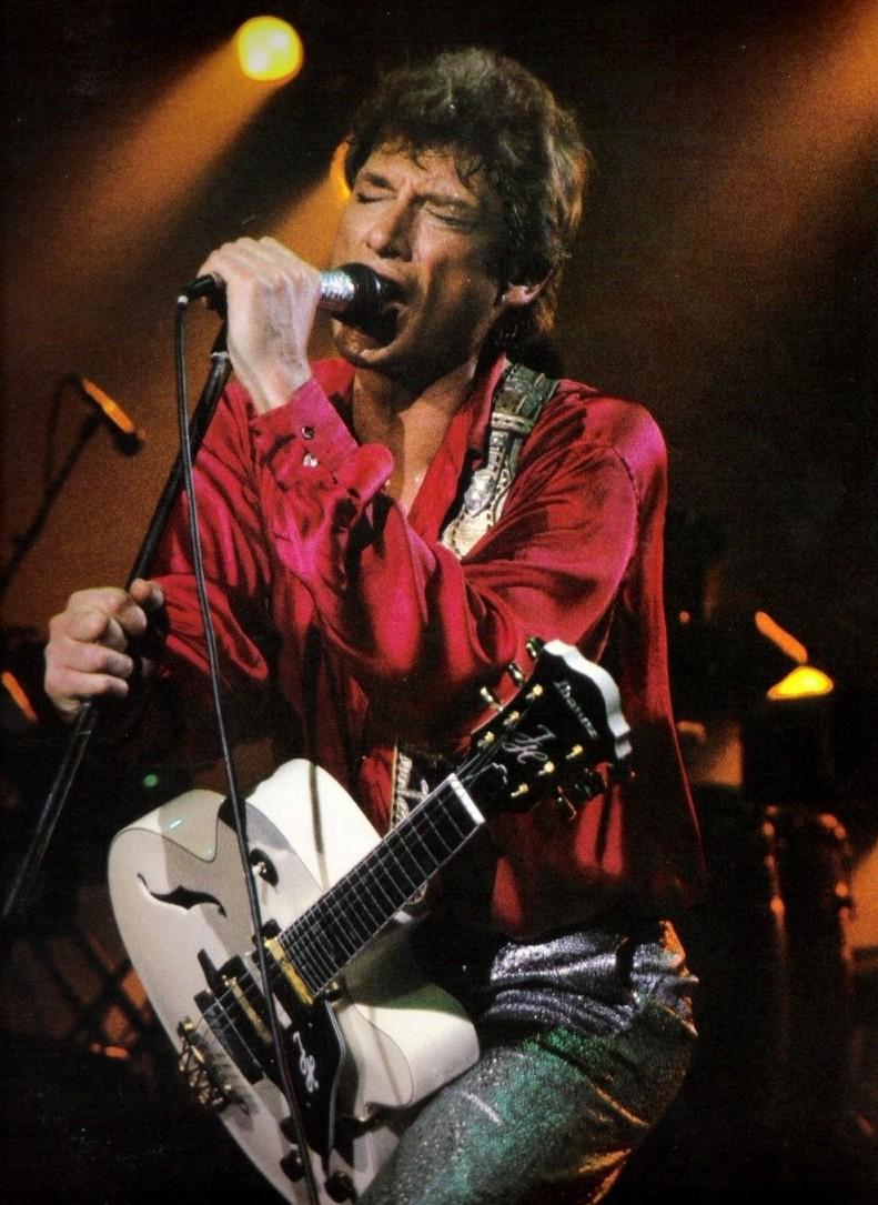 Johnny Chemises en Rouge, Noir, Blanc, en Couleur ..... - Page 5 84-g05-p04